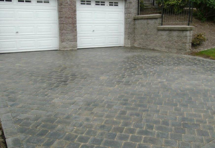 Offset paved driveway in light grey